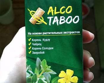 Упаковка АлкоТабу от алкоголизма в руке