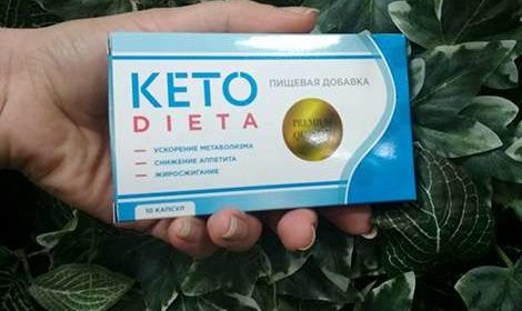 Мужчина держит в руке препарат Кето Диета